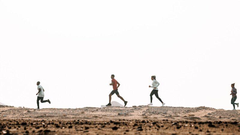 أندر آرمور تنظم جولات للجري في المملكة العربية السعودية تجمع محبي الرياضة على اختلاف قدراتهم