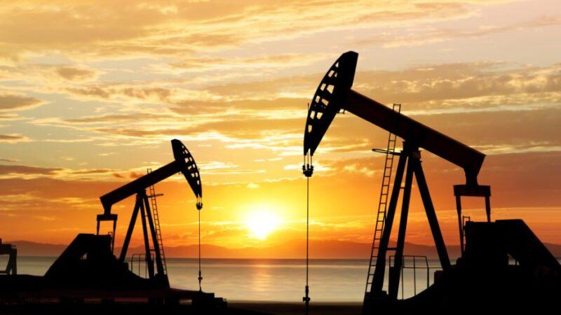 تراجع  أسعار النفط نتيجة إرتفاع إصابات كوفيد-19 في الهند