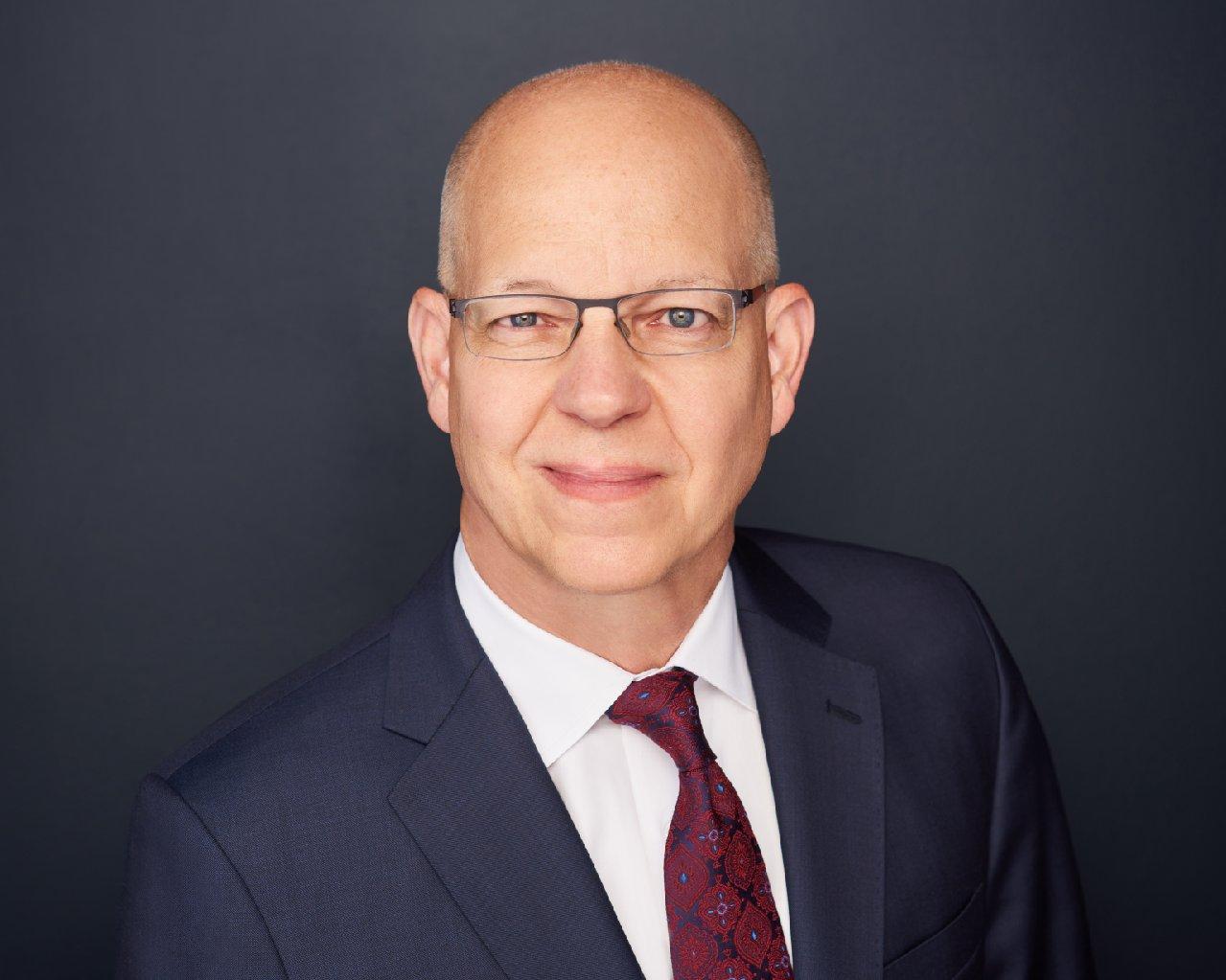 الدكتور  راي أو. جونسون رئيساً تنفيذياً لمعهد الابتكار التكنولوجي