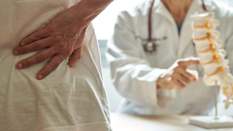 تنبيه الخبراء: علاجات آلام الظهر والرقبة تشمل الرعاية الذاتية وحتى الجراحة، والوقاية هي الحلّ
